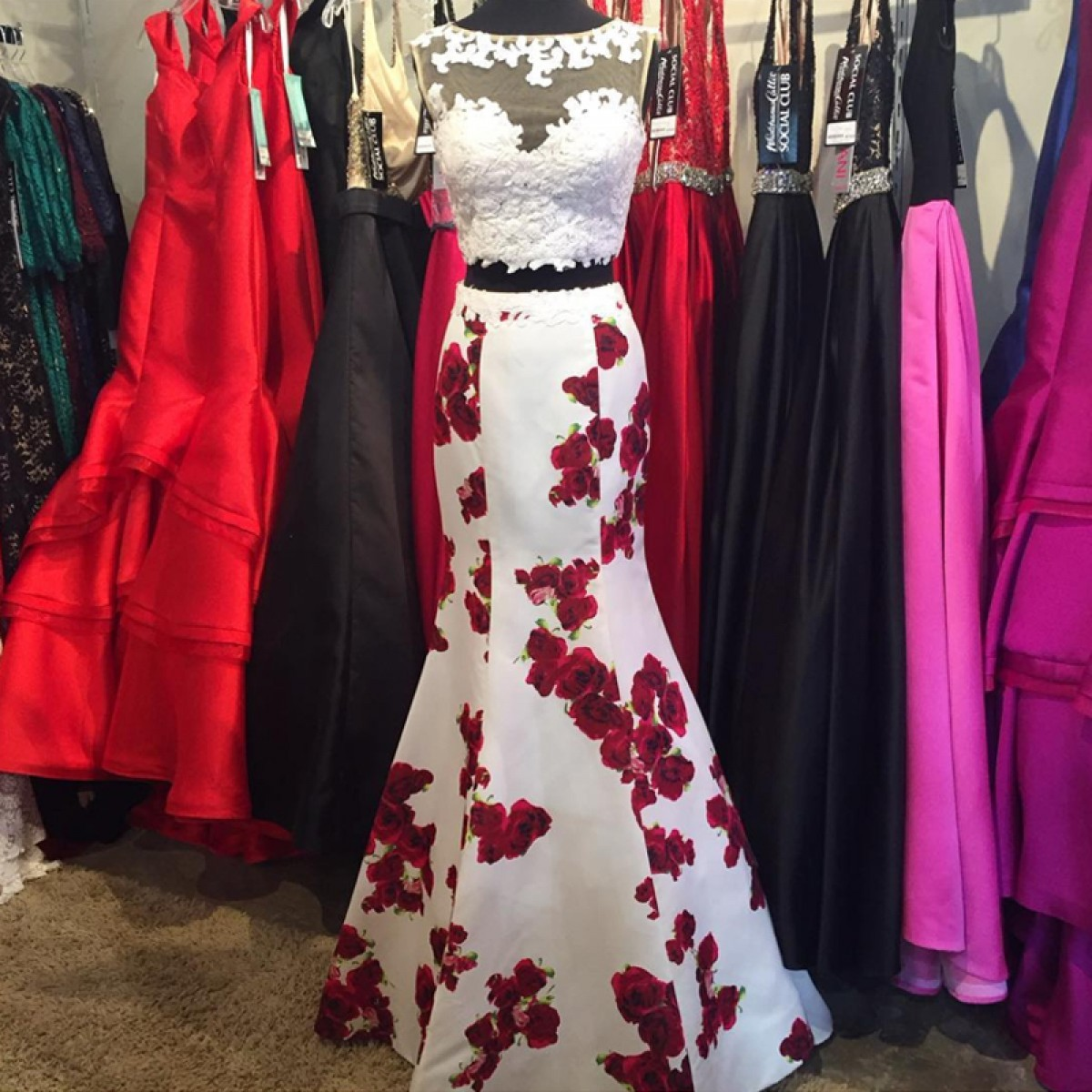 Prom Dresses 2017 Elegant Two Piece Bateau Homecoming With Lace Printed Flowers