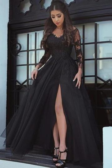 Long Sleeves A-Line Appliques V-Neck Court Train Evening Dress